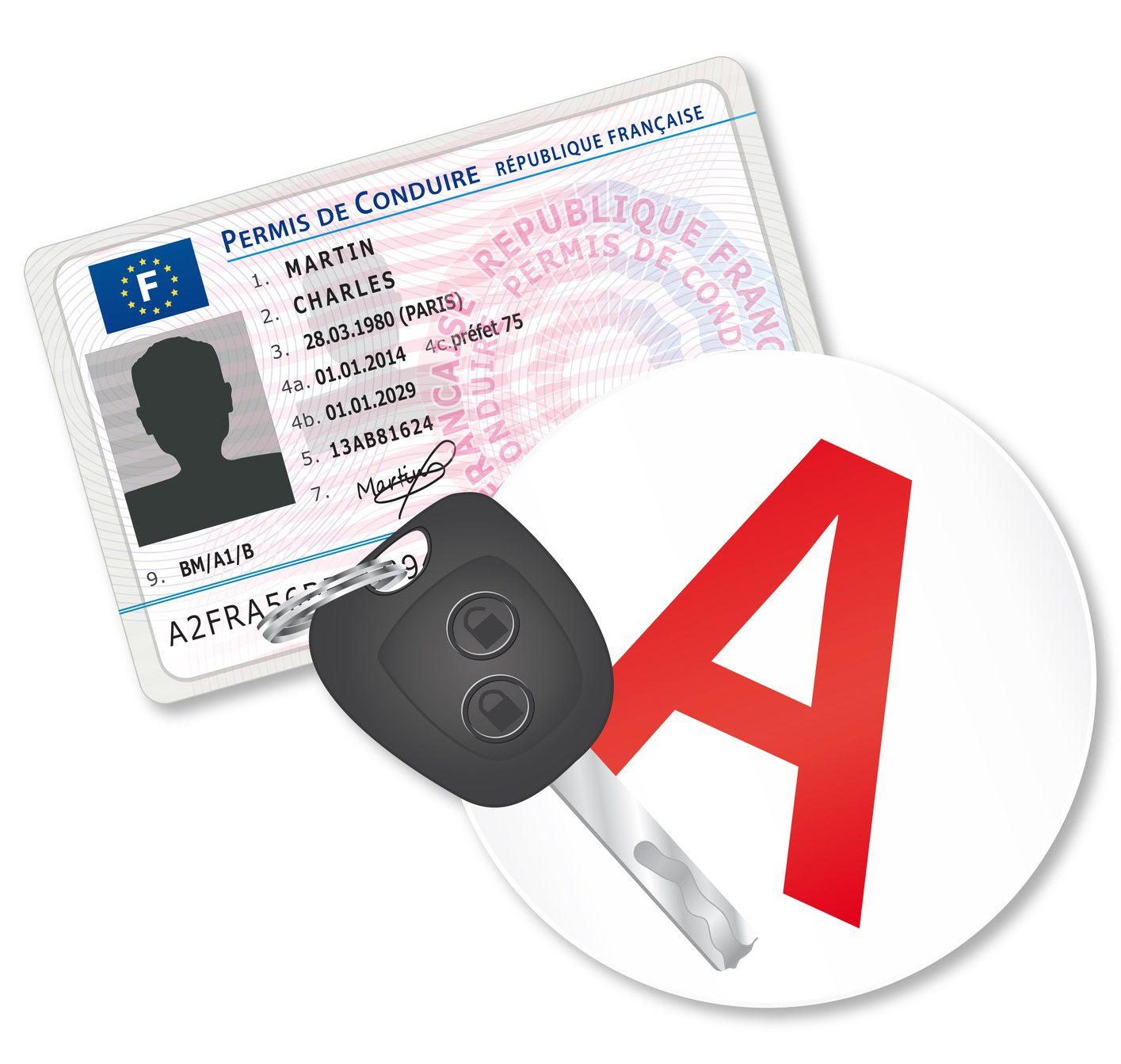 Nouveau permis de conduire. Macaron jeune conducteur.